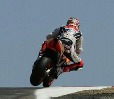 Motogp Race, Nicky Hayden, Motorcycle Racers, A Gear, Bike Rider, Isle Of Man, Dodge Challenger, Vroom Vroom, Stoner