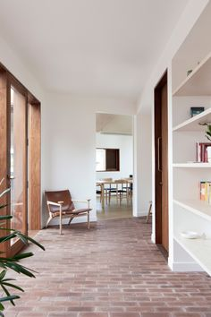 The Design Files - An Award-Winning Home, In Three Parts - photo, Benjamin Hosking. Home Interior, Decor Interior Design, Interior Architecture, Interior Decorating, Australian Architecture, Architecture Awards, Decorating Games, Interior Plants, Flur Design