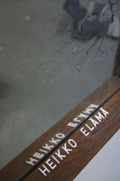 Heikko heikko elämä, porraskäytäväkirjaimet peilille, Teemu Salonen 2015
