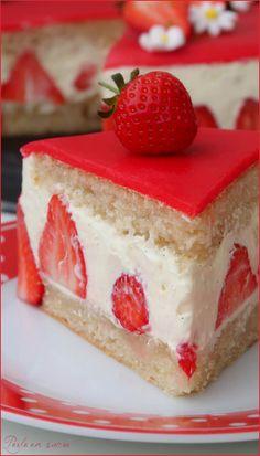 Fraisier {vegan} Perle in Zucker Strawberry Snacks, Strawberry Vanilla Cake, Vegan Vanilla Cake, French Vanilla Cake, Whole Food Recipes, Dessert Recipes, Vegan Recipes, Patisserie Vegan, Vegan Birthday Cake