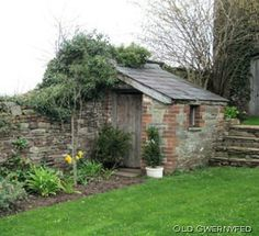 Would like to find out about backyard shed plans? Then here is without doubt the right place! Garden Buildings, Garden Structures, Outdoor Buildings, Small Buildings, Brick Shed, Brick Garden, Building A Storage Shed, Palomar, Carports