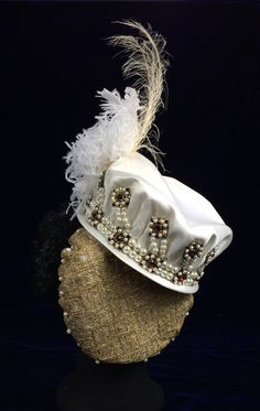 Hat by Truly Carmichael, part of the Spanish court dress ensemble in the style of Infanta Isabella Clara Eugenia. Renaissance Hat, Renaissance Clothing, Historical Costume, Historical Clothing, Tudor Fashion, Steampunk Fashion, Gothic Fashion, 16th Century Fashion, Court Dresses