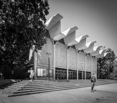 University of California at San Diego (Revelle College) Architects: Liebhardt & Weston (1965) Location: San Diego (La Jolla), CA