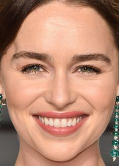 Close-up of Emilia Clarke at the 2016 Vanity Fair Oscar party. http://beautyeditor.ca/2016/03/05/oscars-after-parties-2016