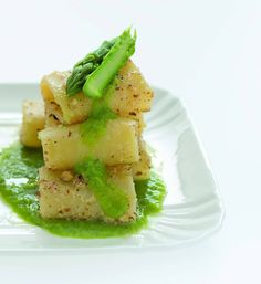 Paccheri con mandorle e crema di asparagi - Cucina Naturale