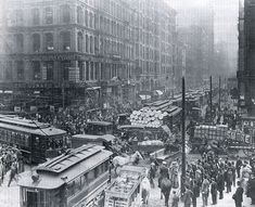 Rush hour in Chicago, 1909. ~AND THIS IS WHY WE HAVE TRAFFIC LIGHTS. ;)