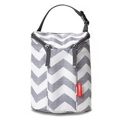 Buy Skip Hop Insulated Breastmilk Cooler And Baby Bottle Bag, Grab & Go Double, Chevron with big discount! Get Skip Hop Insulated Breastmilk Cooler And Baby Bottle Bag, Grab & Go Double, Chevron with worldwide shipping now! Baby Bottle Bag, Baby Bottles, Drink Bottles, Baby Changing Station, Diaper Bag Essentials, Best Diaper Bag, Diaper Bags, Baby Registry Items, Baby Snacks