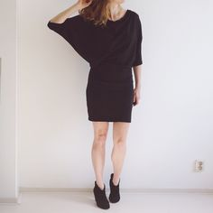Elskan Dress / Top is a Batwing style PDF sewing pattern for knits. It has a long sleeve and a short sleeve option. A versatile pattern for women. Sewing Blogs, Pdf Sewing Patterns, Dress Patterns, Sewing Projects, Sewing Ideas, Batwing Dress, Batwing Top, Couture, Pattern Draping