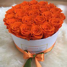 New flowers box roses valentines Ideas Rose Orange, Orange Flowers, Faux Flowers, Beautiful Rose Flowers, Amazing Flowers, Beautiful Flowers, Happy Birthday Flower, Box Roses, Wedding Table Flowers