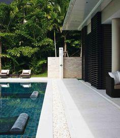 piscine-immergée-plage-de-piscine-en-béton-idées-amenagement-piscine