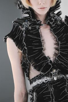 girlannachronism:  Chanel fall 2008 couture details