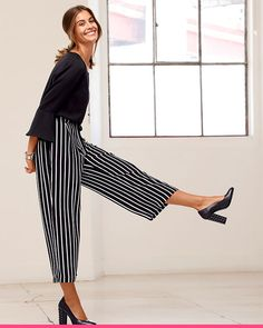 Stripete, elegante capribukser fra KLiNGEL Elegant, Striped Pants, Women's Fashion, Classy, Chic, Fashion Women, Womens Fashion, Striped Shorts