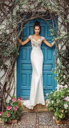 Wedding Dress Inspiration - Sleeveless simple wedding gown ,wedding dresses Source by tiashappyplace wedding gowns Simple Wedding Gowns, Wedding Dresses With Flowers, Wedding Dress Trends, Best Wedding Dresses, Wedding Attire, Bridal Dresses, Gown Wedding, Lace Wedding, Floral Dresses