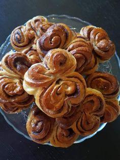 Φανταστικά Σουηδικά ρολάκια κανελας πολύ μυρωδάτα Fudge, Sweets, Cookies, Desserts, Recipes, Breads, Backen, Sweet Pastries, Crack Crackers