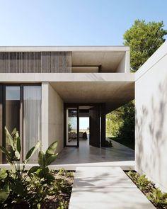 Modern Architecture House, Architecture Details, Bauhaus Architecture, Tropical Architecture, Mediterranean Homes Exterior, Mediterranean Decor, Minimal House Design, Modern Minimalist House, Victoria House