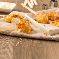 Si te encantan las recetas de masa quebrada, descubre cómo preparar paso a paso estas irresistibles piruletas de queso. Entre sus ingredientes, destacan el