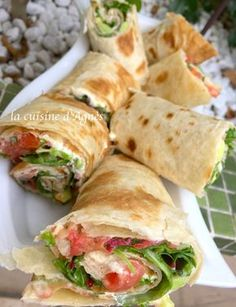 Spicy tomato and avocado wrapsEasy and quick to prepare, this wrap is ideal for a TV tray, a picnic.ça takes only a few minutes and it is delicious. Preparation: 10 min Ingredients for 4 people: 4 piadina (or galettes tortilla) 2 . Healthy Sandwiches, Wrap Sandwiches, Avocado Wrap, Gourmet Recipes, Healthy Recipes, Clean Eating Snacks, Chapati, Finger Foods, Fajitas