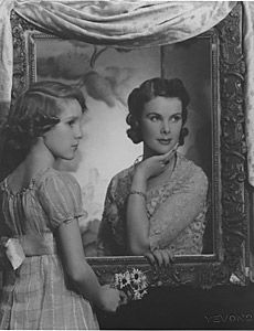Madame Yevonde studio portrait of Anne, Countess of Rosse with her daughter Susan Armstrong-Jones in 1938. ©Birr Castle Archives Archives