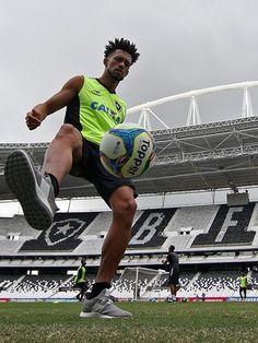 BotafogoDePrimeira: Sete meses após lesão, Luis Ricardo evolui e crê e...