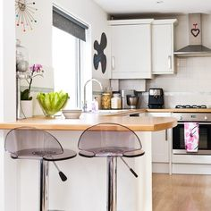So close : White-gloss kitchen units | Contemporary kitchen ideas | housetohome.co.uk | Mobile