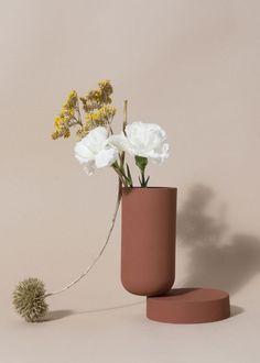 Increase Some Modern Day Design For Your Front Room With Art Deco Coffee Tables Los Objetos Decorativos Inked Clay Collection Design Set, Vase Design, Clay Vase, Ceramic Vase, New Shape, Foto Still, Keramik Design, Paper Vase, Decor Inspiration