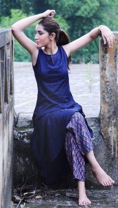 Unusual Pairing ideas to make ethnic wear look chic modern - beautybrainblisss Salwar Designs, Kurta Designs Women, Blouse Designs, Simple Kurti Designs, Indian Attire, Indian Ethnic Wear, Pakistani Dresses, Indian Dresses, Western Dresses