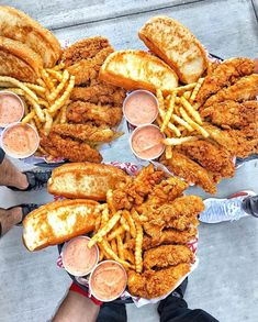 Tag some friends to eat chicken Credit I Love Food, Good Food, Yummy Food, Sleepover Food, Junk Food Snacks, Food Goals, Food Cravings, Aesthetic Food, Key West
