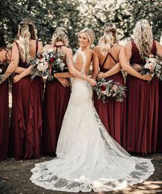 I love this bridal party photo idea! www.agaveofsedona.com #viewvenue #azweddingvenue #soulmatesaturday #SeptemberWeddingIdeas