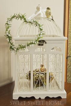 Shabby in love: Interesting ideas to display Bird Cages Loro Animal, Antique Bird Cages, Paper Artwork, Centre Pieces, Shabby Chic Decor, Bird Houses, Decorative Boxes, Diy Crafts, Display