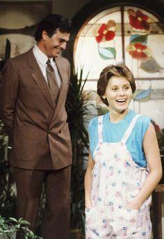 """Moda das novelas dos anos 80 - Vera Fischer de cabelo curtérrimo e Tarcísio Meira em """"Brilhante"""", 1981. E o macacão estampadinho? Tá rindo do quê?"""