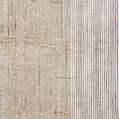 【水玉縞 白(中川政七商店)】/日本の伝統的な文様の1つである「霰」と「千筋」。 霰はその名の通り、点を配置して霰が降る様子を図案化した文様。 千筋は糸のように細かい縞文様のことを指します。 ふたつの文様を組み合わせる事で、様々な表情をみせるテキスタイルが水玉縞です。 #japanesetextiles #textile #patterns