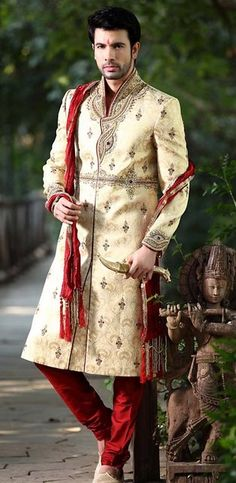 - The Effective Pictures We Offer You About Groom Outfit fall A quality picture can tell you many things. You can find the most beautiful pictures that can be presente Wedding Men, Wedding Suits, Wedding Attire, Wedding Groom, Dream Wedding, Wedding Dresses, Sherwani Groom, Wedding Sherwani, Indian Wedding Outfits