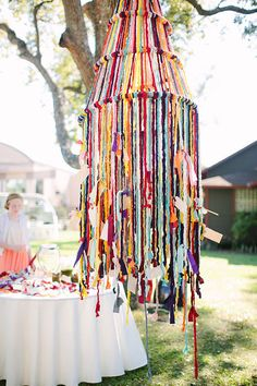 This New Yarn Wedding Decor Trend Is Perfect for Fall and Winter - All For Decoration Ribbon Chandelier, Chandelier Lighting, Arts And Crafts, Diy Crafts, Deco Boheme, T Shirt Yarn, Home And Deco, Lampshades, Mobiles