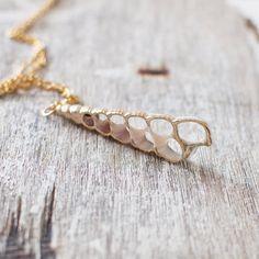 Natürliche Muschelkette. Gold Muschelkette. von JujuTreasures