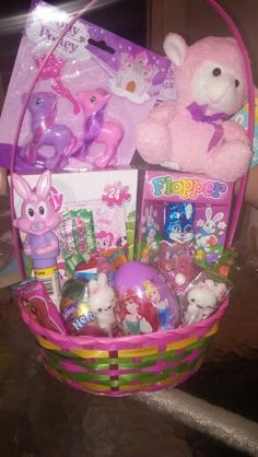 Easter basket for girl Easter Baskets For Toddlers, Kids Wedding Activities, Here Comes Peter Cottontail, Best Christmas Presents, Wedding With Kids, Basket Ideas, Gift Baskets, Gifts For Kids, Lunch Box