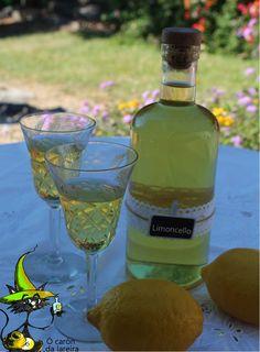 El limoncello es un licor italiano, obtenido por la maceración en alcohol de limones. Es típico el de Campania, elaborado con limones cult...