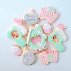 """Y&Csweets BLOG """" Sweeten your day""""のクリスマスレッスンご案内の記事がアップされていませんでした… (私の投稿ミスですごめんなさい) 更新しましたので是非チェックしてみてくださいね♡ (pls see my prof for the link☝️) . #icingcookies#cookies#edibleart#royalicing#decoratedcookies#christmas#christmascookies#noel#merrychristmas#happyholidays#sweet#sweets#lindo#cute#kawaii#stainedglasscookies#baking#instasweet#galletas#쿠키#아이싱쿠키#曲奇#アイシングクッキー#ステンドグラスクッキー#クリスマス#クリスマスクッキー#ycsweets"""