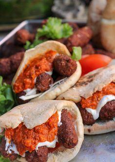 Veganska cevapi | Jävligt gott - vegetarisk mat och vegetariska recept för alla, lagad enkelt och jävligt gott.