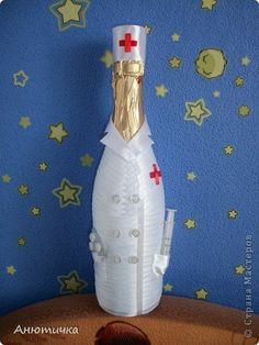 мед помощь) Bottle Painting, Bottle Art, Candy Arrangements, Wine Bottle Covers, Recycled Glass Bottles, Wedding Bottles, Craft Accessories, Painted Wine Glasses, Wine Bottle Crafts