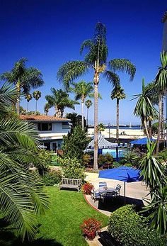 West Beach Inn is a Mediterranean-style hotel set in a beachfront property in Santa Barbara, CA. They offer an outdoor heated pool, Jacuzzi and access to the glorious beach.