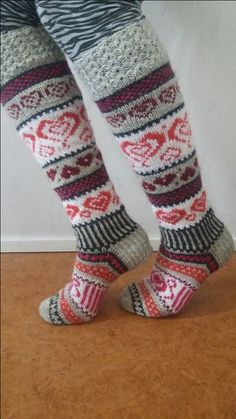 Neulotut Sinikan sydänsukat Novita 7 Veljestä   Novita knits Crochet Socks, Knitting Socks, Hand Knitting, Knit Crochet, Knitting Charts, Knitting Patterns, Diy Crafts Knitting, Horse Pattern, Stocking Tights