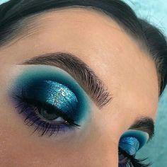 Gorgeous Makeup: Tips and Tricks With Eye Makeup and Eyeshadow – Makeup Design Ideas Makeup Eye Looks, Beautiful Eye Makeup, Eye Makeup Art, Dramatic Makeup, Blue Eye Makeup, Eye Makeup Tips, Skin Makeup, Eyeshadow Makeup, Makeup Goals
