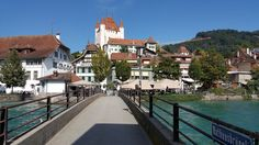Stadt Thun - Doch was soll man nur tun, in Thun? Mansions, House Styles, Home Decor, Vacation Travel, Old Town, Landscape, Decoration Home, Manor Houses, Room Decor