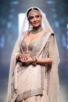Sushmita Sen, Lakme Fashion Week Summer Resort Lakme Fashion Week, Bridal Lehenga, Bollywood Fashion, House of Kotwara India Fashion Week, Fashion Week 2018, Lakme Fashion Week, Pakistan Fashion, Fashion 2017, Ladies Fashion, Fashion Trends, Mehndi, Henna