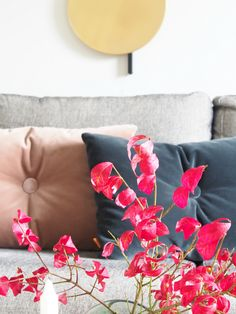 How to DIY style with pillows. Pillows is the perfect way for you to show your personality. Sofa Styling made easy