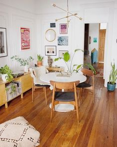 Need a new garden or home design? You're in the right place for decoration and remodeling ideas.Here you can find interior and exterior design, front and back yard layout ideas. Design Living Room, Living Spaces, Uo Home, Dinner Room, House Ideas, Interior Decorating, Interior Design, Apartments Decorating, Interior Paint