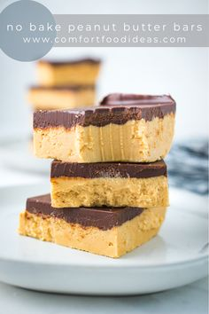 These No Bake Peanut Butter Bars are an old family favorite. They take minutes to put together. The hardest part is waiting for the chocolate glaze to firm up! Plus, they taste like a homemade Reese's Peanut Butter Cup! #nobake #nobakedessert #nobakepeanutbutterbars #peanutbutterbars #easyrecipes #comfortfoodideas #comfortfood Chocolate Chip Cookies, Chocolate Chip Recipes, Chocolate Glaze, Easy No Bake Desserts, Köstliche Desserts, Delicious Desserts, Peanut Butter Filling, Peanut Butter Recipes, Brownies