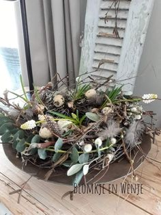 Easter Crafts, Grapevine Wreath, Happy Easter, Grape Vines, Diy And Crafts, Christmas Wreaths, Table Decorations, Holiday Decor, Spring