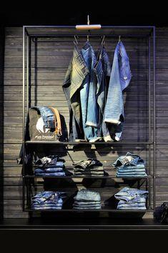 vintage rack,De Rode Winkel, pinned by Ton van der Veer