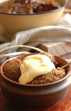 Malva pudding must be South Africa's most favorite dessert. Actually a winter dessert, but any full-blooded South African, will eat Malva P. South African Desserts, South African Dishes, South African Recipes, Africa Recipes, Winter Desserts, Fun Desserts, Dessert Recipes, Kos, Ma Baker
